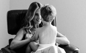 В объективе Джейсона Стэтхема: Рози Хантингтон-Уайтли с сыном Джеком приняли участие в фотосете