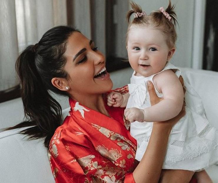 Санта Димопулос очаровала поклонников снимком девятимесячной дочки