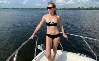 «Лето – время фотографий в купальнике»: Катя Осадчая с мужем и сыном отдохнула на яхте