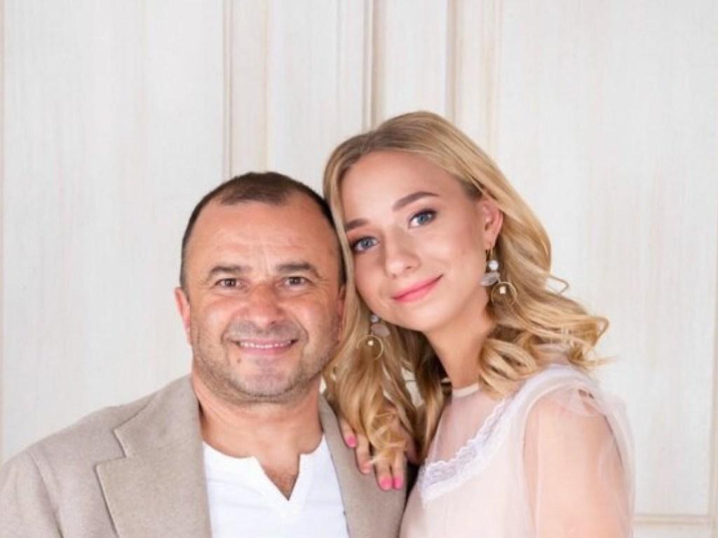 Виктор Павлик женился на девушке, вдвое младше него