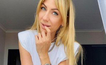 Леся Никитюк позировала в эффектном мини-платье