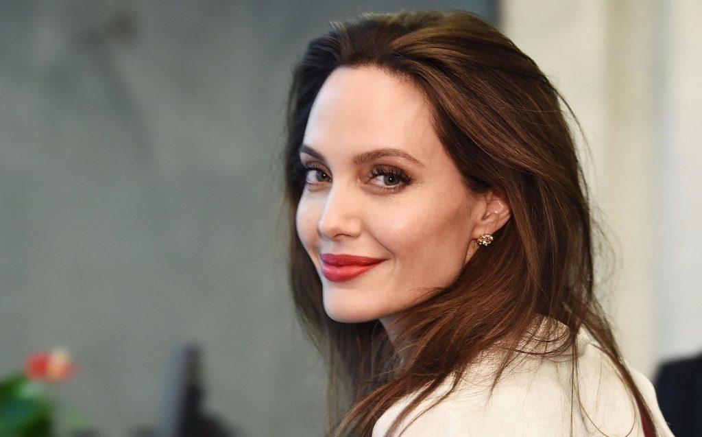 Секреты красивой кожи Анджелины Джоли