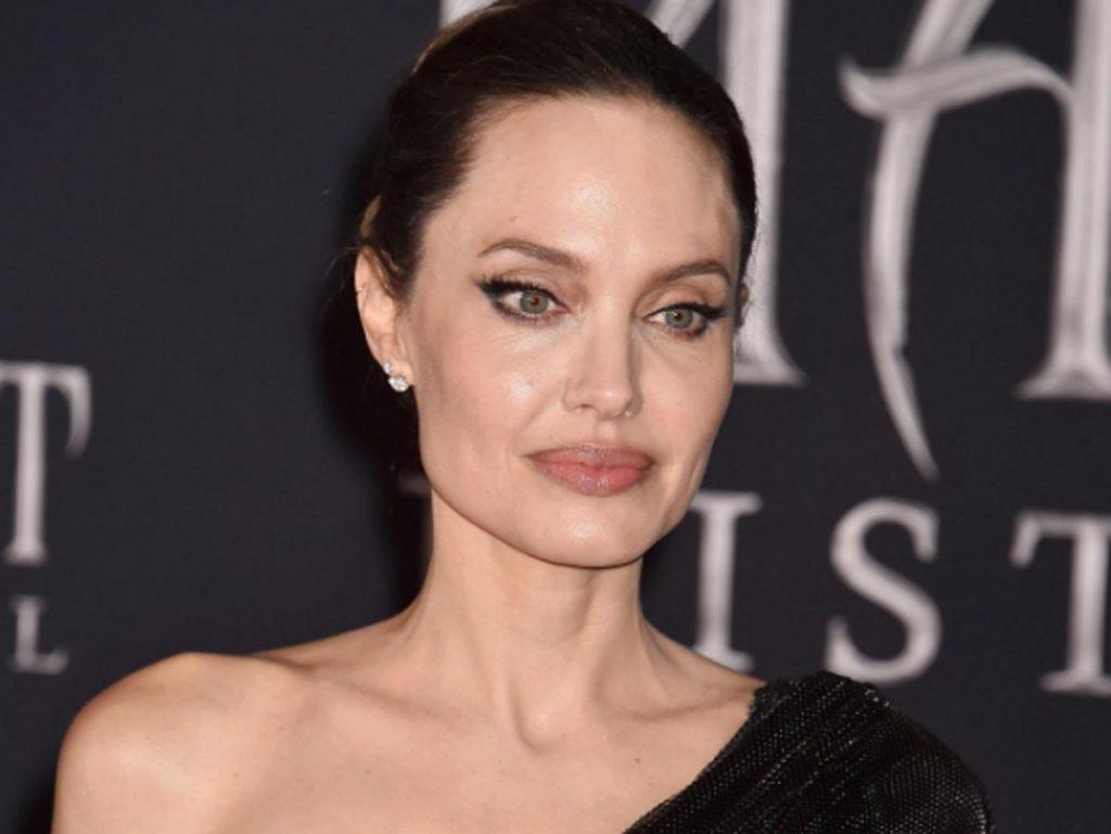 Анджелину Джоли и ее сына Нокса сфотографировали в Лос-Анджелесе