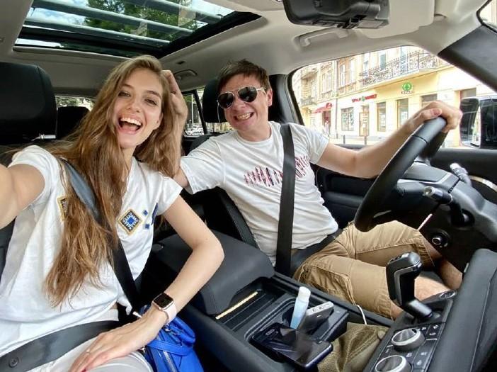 Дмитрий Комаров и Александра Кучеренко отправились в незапланированную поездку