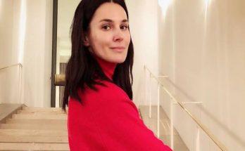 По-летнему ярко: Маша Ефросинина показала идеальный пресс в красном топе