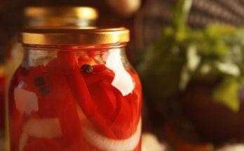 Готовим сладкий перец с луком в пряном медовом маринаде: необычная заготовка на зиму