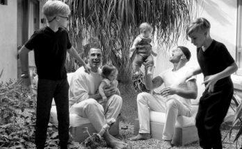 Все в сборе: Рики Мартин показал своего супруга и четверых детей