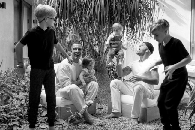 Рики Мартин показал своего супруга и четверых детей