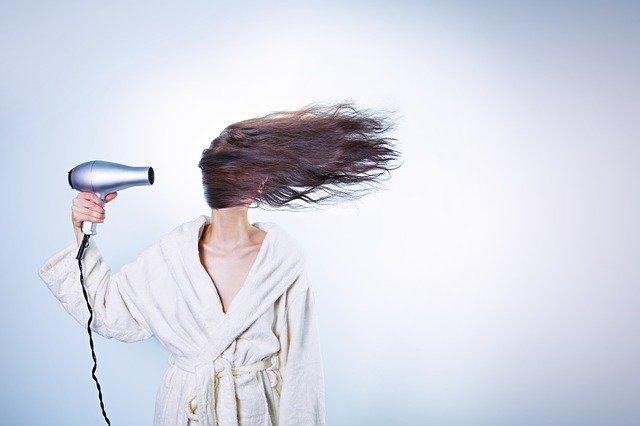 Пять серьезных ошибок при сушке волос феном
