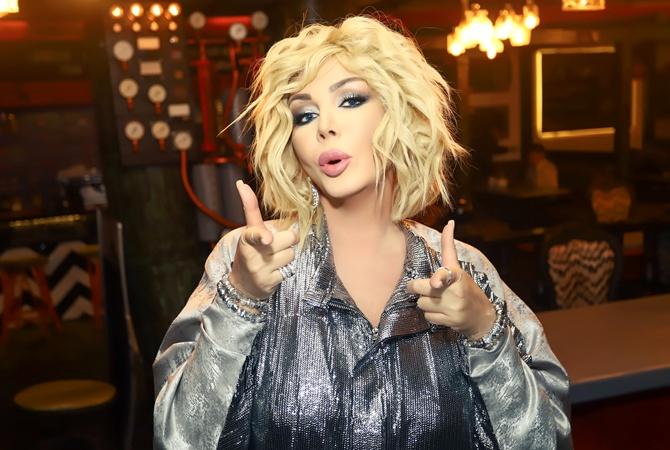 Ирина Билык поцеловала известную певицу в губы