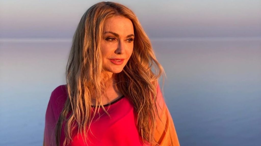 Ольга Сумская восхитила подписчиков снимками с розового озера