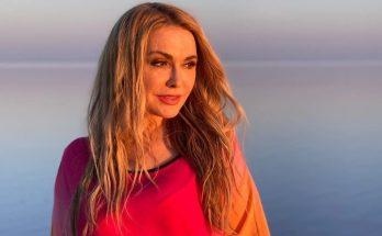 Слияние с природой: Ольга Сумская восхитила подписчиков снимками с розового озера
