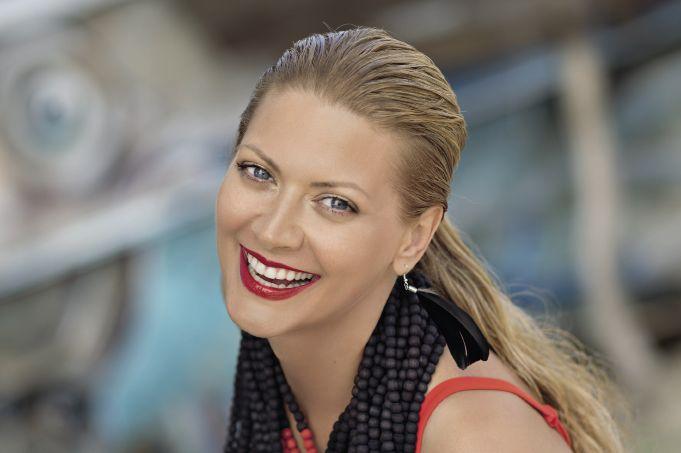 Татьяна Литвинова похвасталась формами в стильном пляжном образе