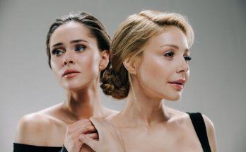 «Нас не догонят»: Тина Кароль в паре с Юлией Саниной спели хит 2000-х
