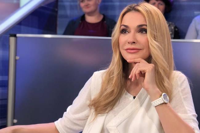 Ольга Сумская показала короткую стрижку в новом сериале