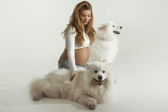 Миша Романова впервые показала себя беременной
