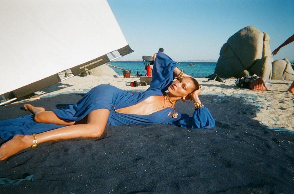 Белла Хадид и Хейли Бибер снялись в рекламном кампейне для Versace