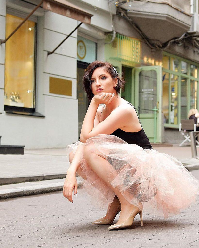 Оля Цибульская устроила фотосессию прямо на улице Киева