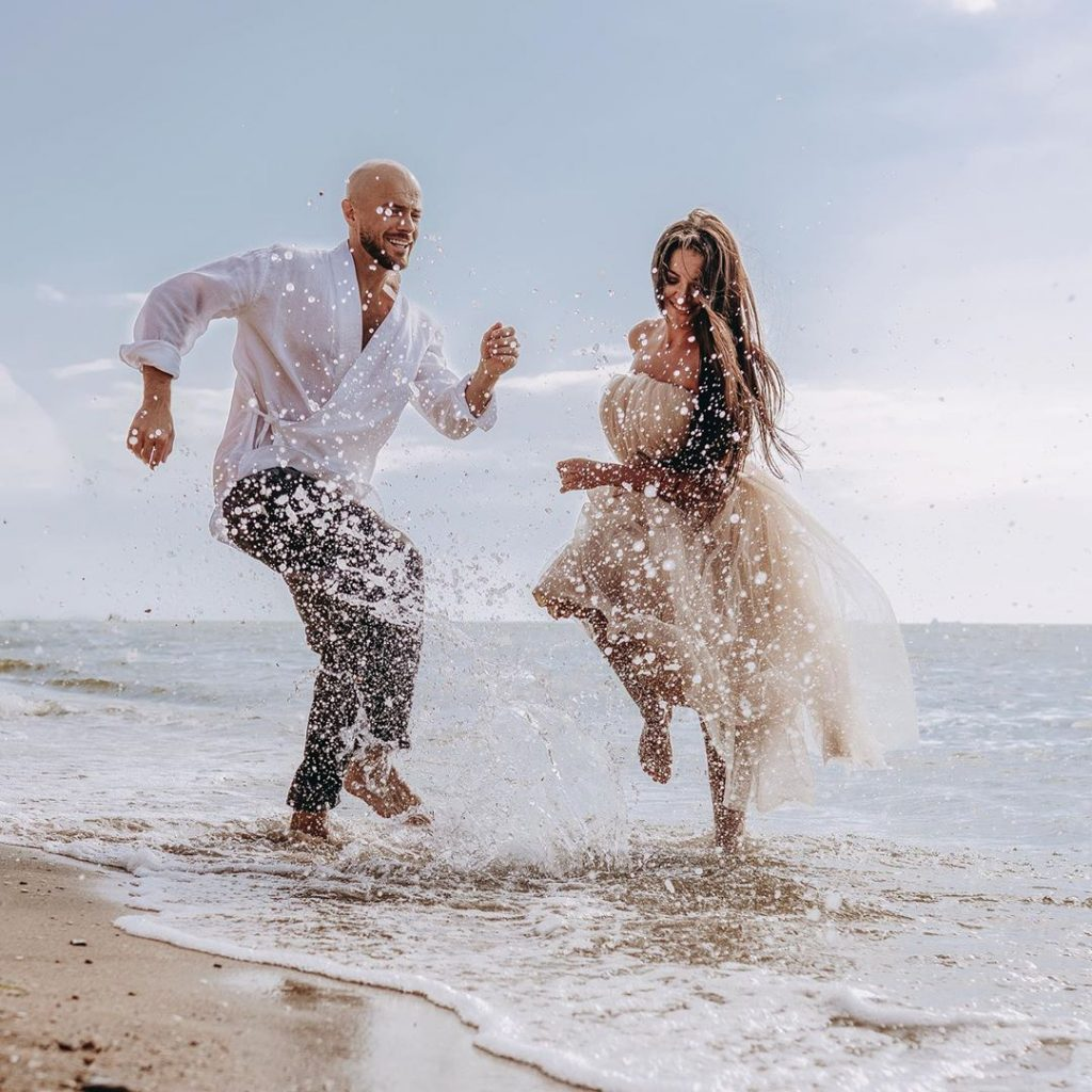 Влад Яма поздравил жену, и показал снимки с новой морской фотосессии