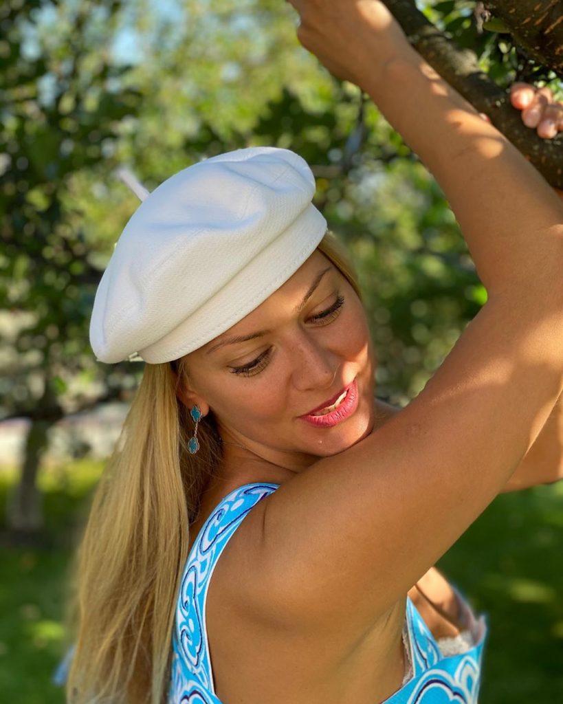 Татьяна Литвинова позировала в алом купальнике а-ля «Спасатели Малибу»