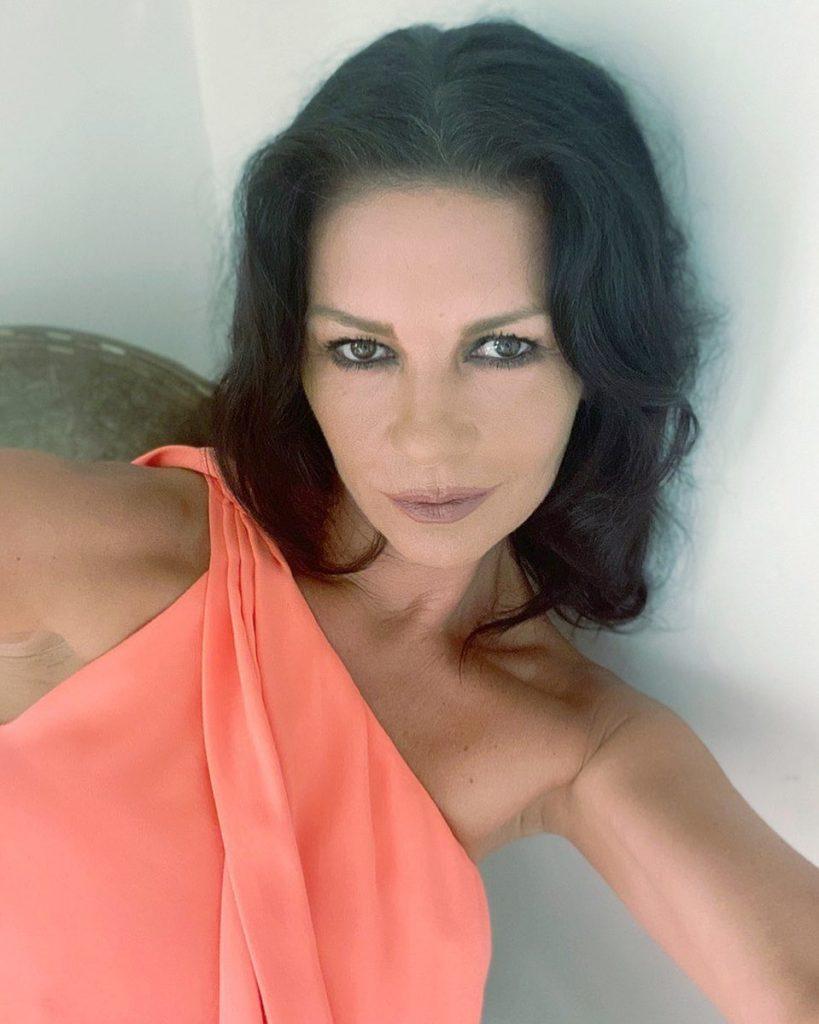 Кэтрин Зета-Джонс восхитила поклонников новым снимком