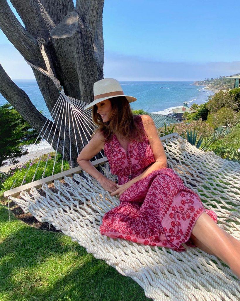 54-летняя Синди Кроуфорд показала фото с отдыха в Малибу