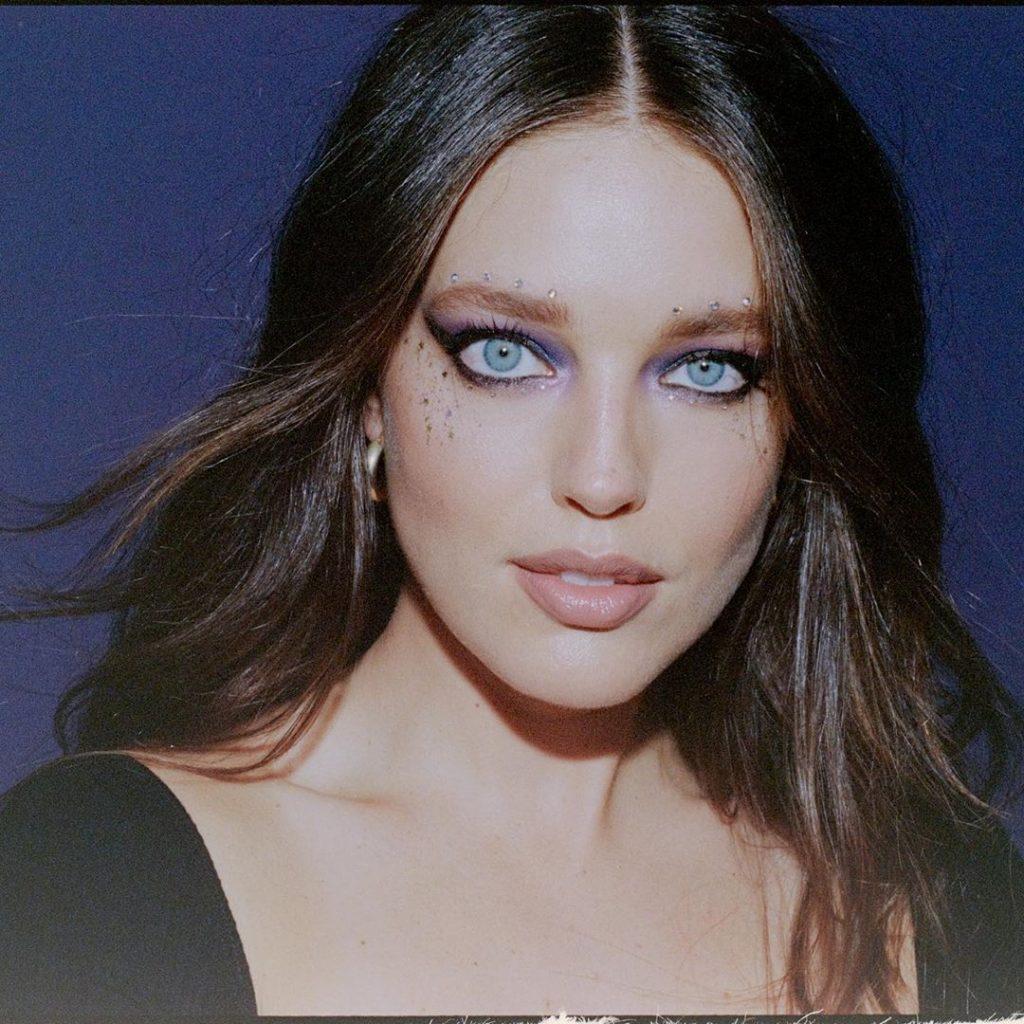 Эмили Дидонато показала идеальный макияж на Хэллоуин