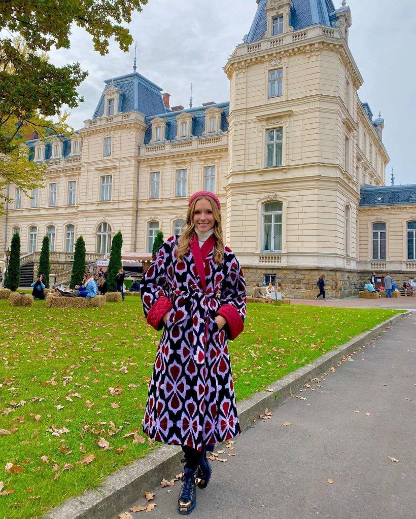 Катя Осадчая прогулялась по Львову в эксклюзивном пальто