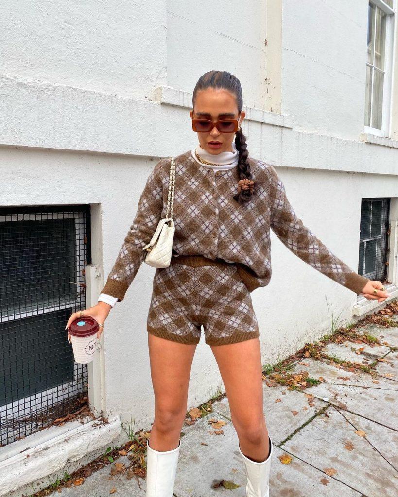 Костюм из свитера и трикотажных шорт, как у модных блогеров стал хитом осени 2020