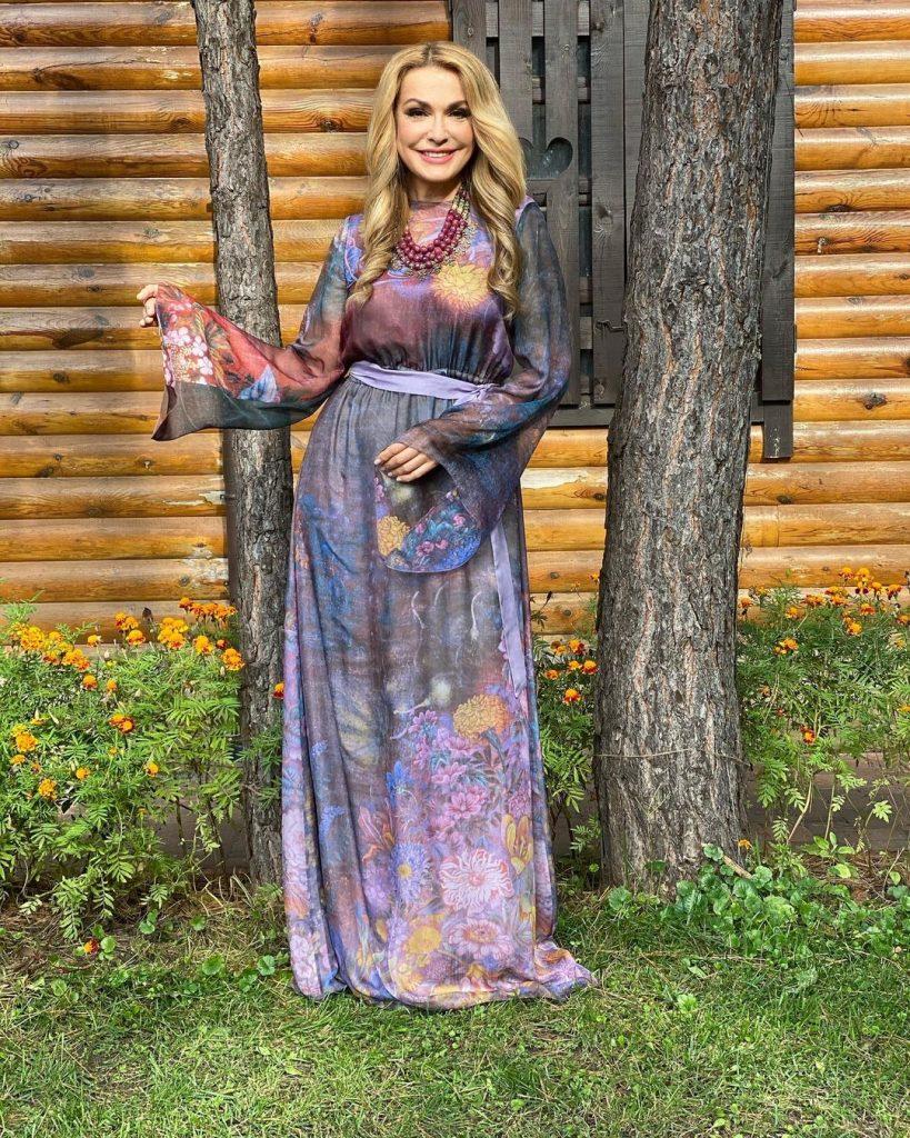 Ольга Сумская очаровала образом в платье собственного бренда