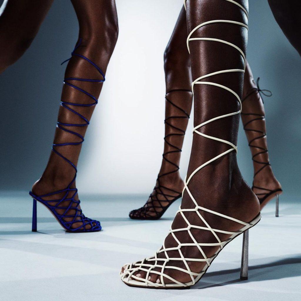 Рианна выпускает коллекцию туфель в коллаборации с Amina Muaddi