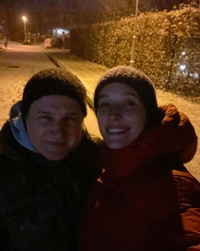 Катя Осадчая и Юрий Горбунов показали, как радуются первому снегу