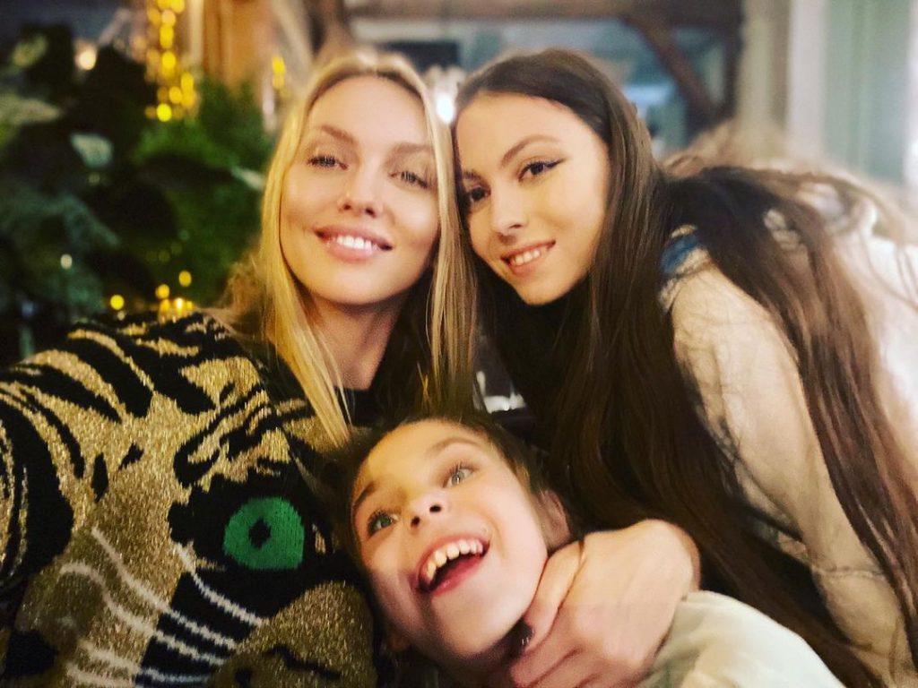 Оля Полякова показала старшую и младшую дочек
