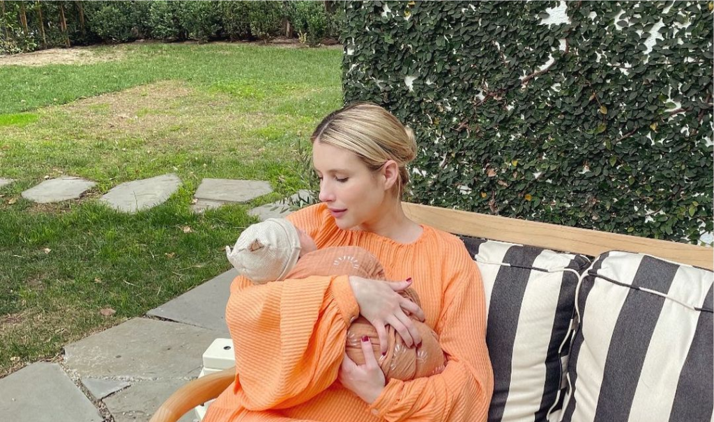 Эмма Робертс показала своего новорожденного малыша