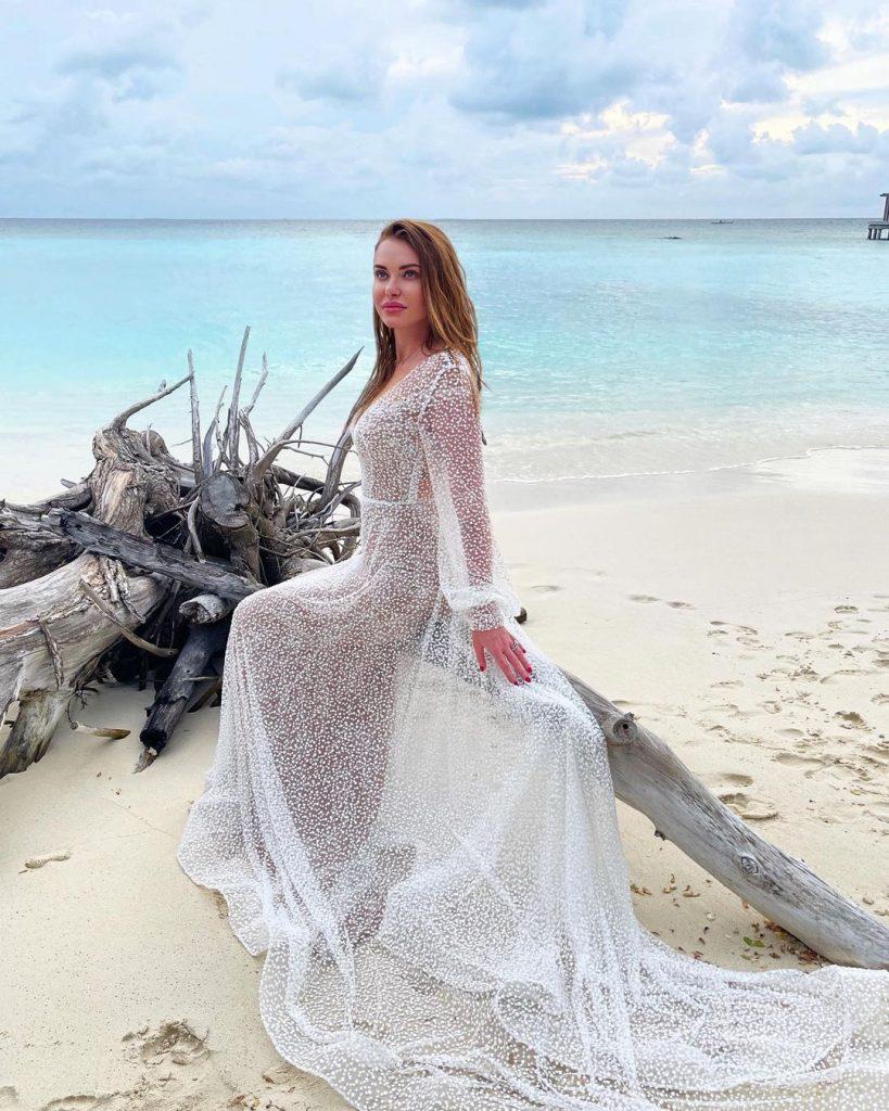 Слава Каминская на Мальдивах примерила свадебное платье
