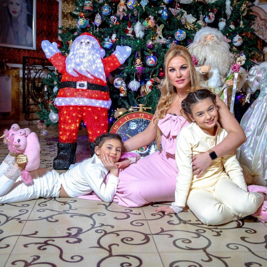 Камалия показала фото дочерей-моделей для VOGUE