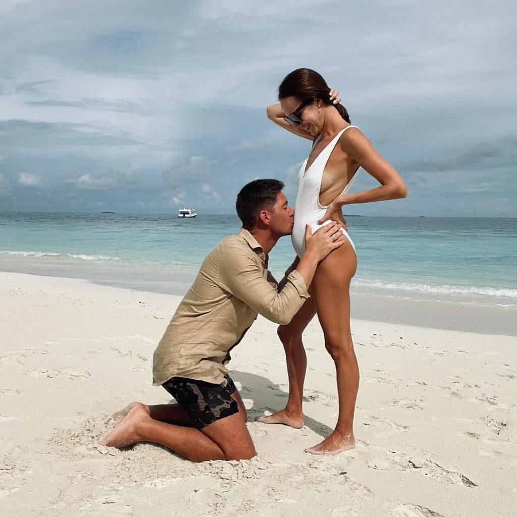 Владимир Остапчук показал фото с «беременной» женой