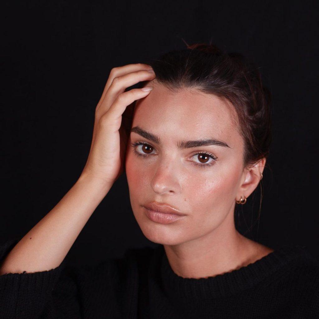визажист Селены Гомес и Эмили Ратаковски рассказал о грубой ошибке в макияже