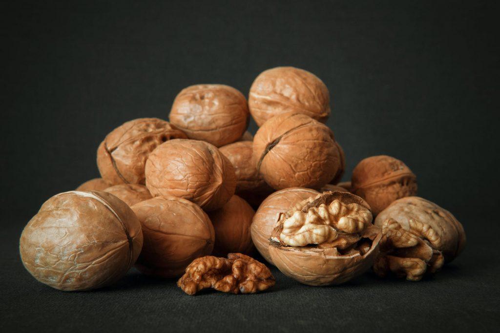 медики назвали самый полезный вид орехов для молодости
