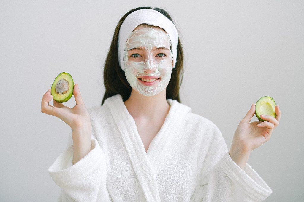 косметологи рассказали, как правильно пользоваться масками для лица