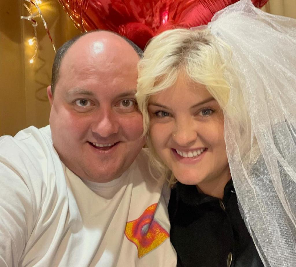 Юрий и Виктория Ткач поделились снимками с празднования годовщины свадьбы