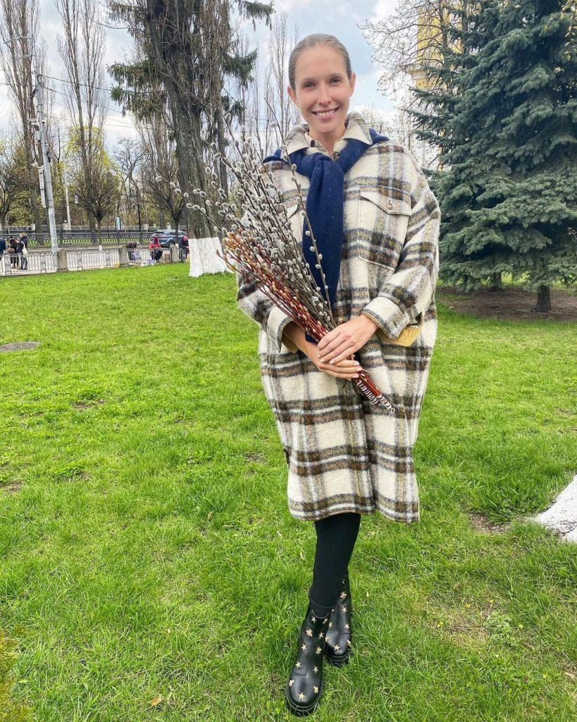 Катя Осадчая показала, как ходила в церковь в Вербное воскресенье