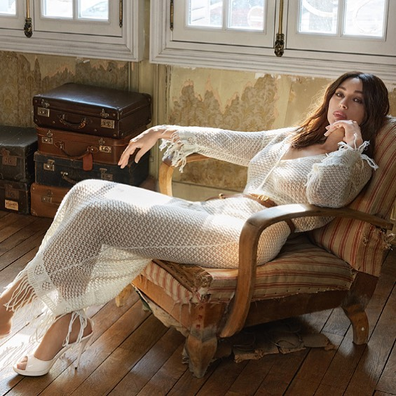 Моника Беллуччи в полупрозрачном платье от DIOR снялась для глянца
