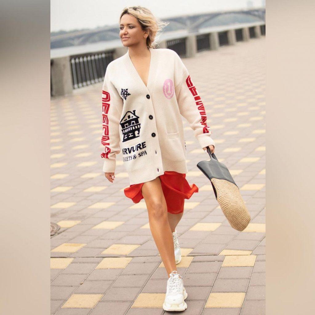 Наталья Могилевская похвасталась стройными ногами в весеннем аутфите