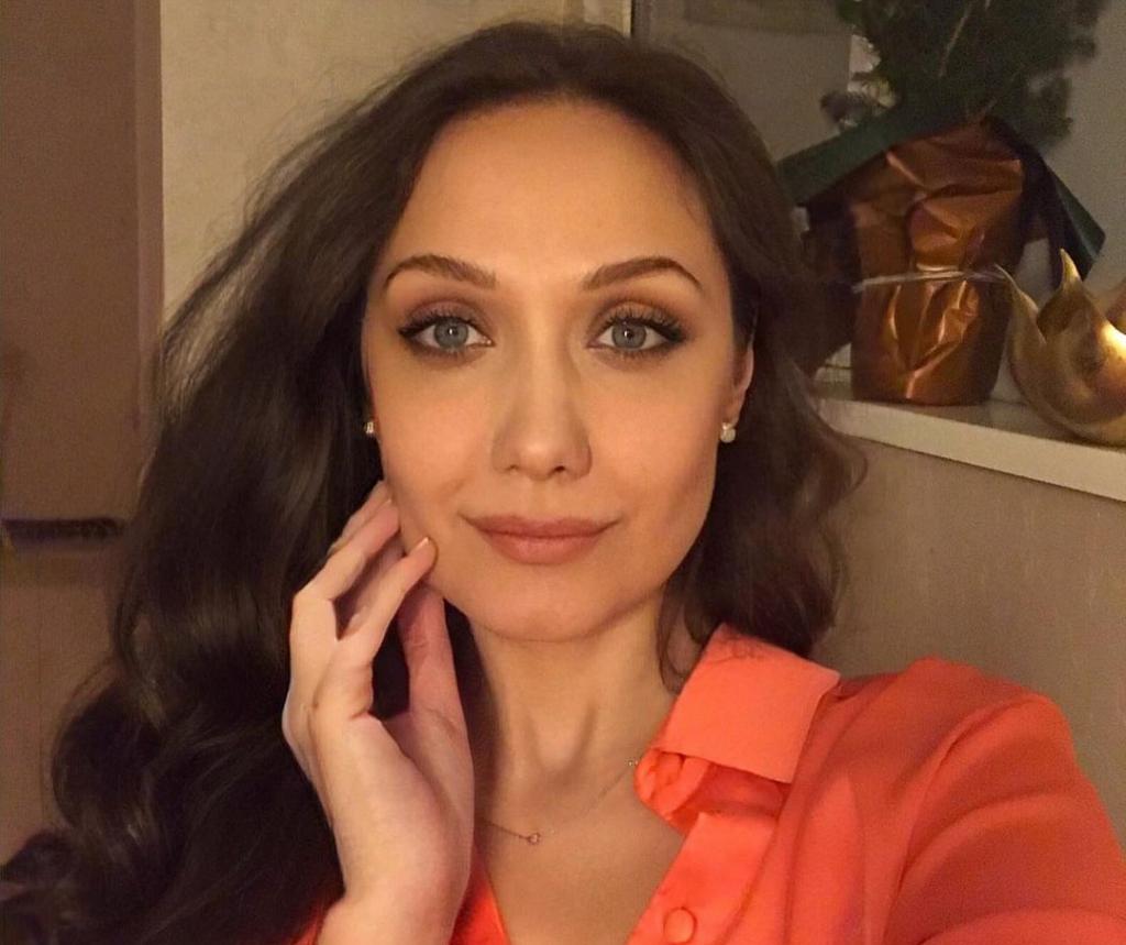 после тяжелой болезни Евгения Власова выступила на большой сцене