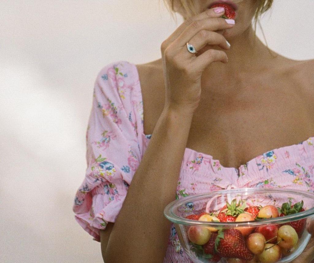 Диетологи рассказали, какие продукты помогают бороться с весом во сне