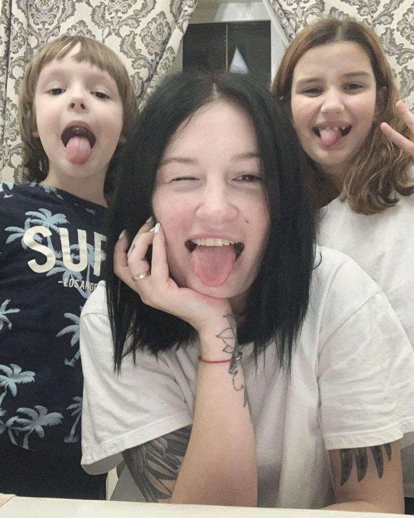 Анастасия Приходько поделилась снимком с подросшими сыном и дочкой