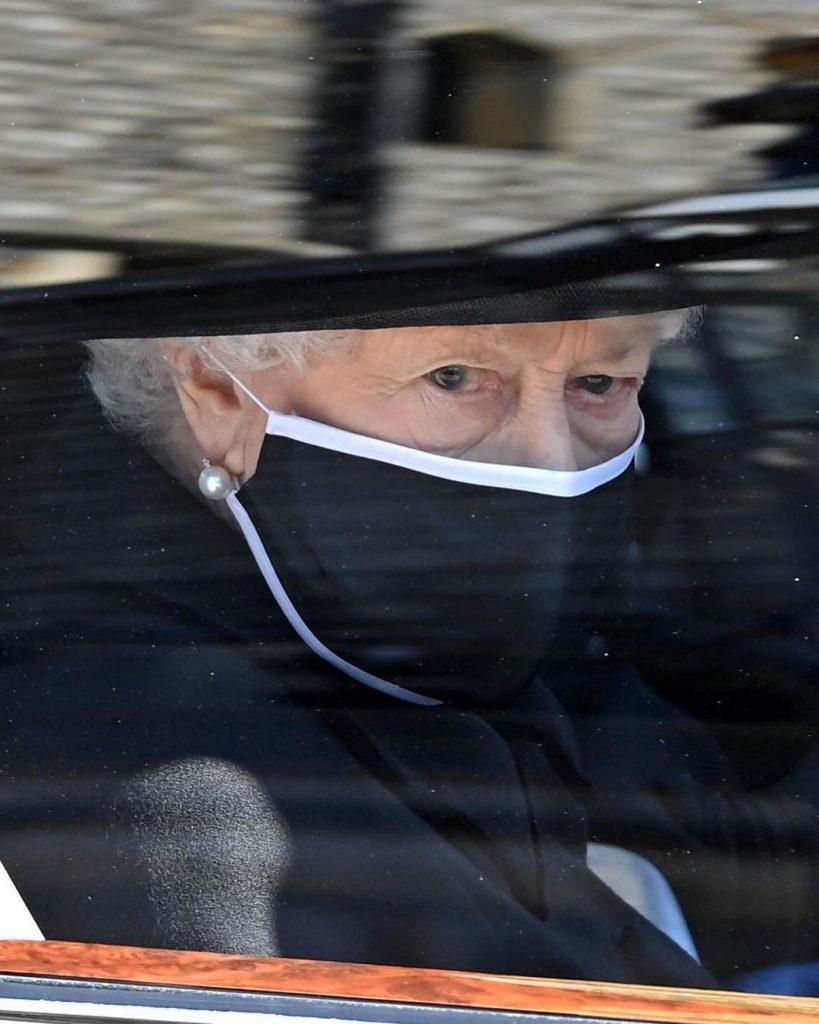 королева Елизавета II простилась со своим супругом принцем Филиппом