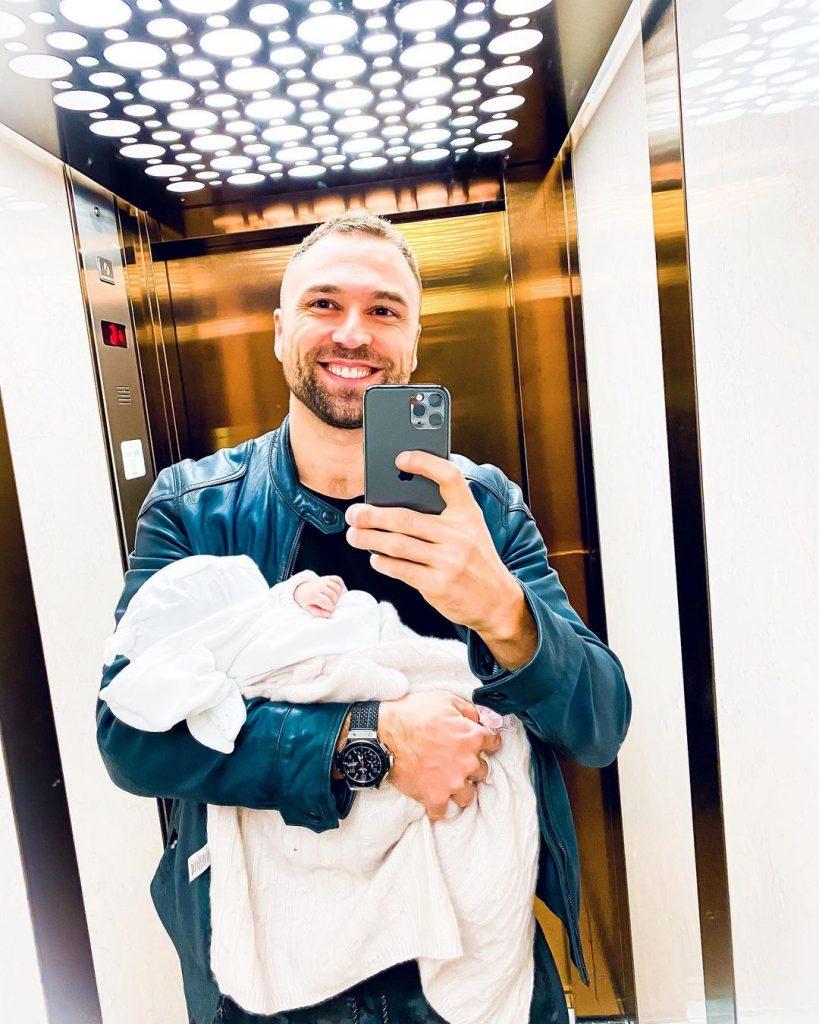 Поклонники не могут прекратить обсуждать новое фото Макса Михайлюка с дочкой