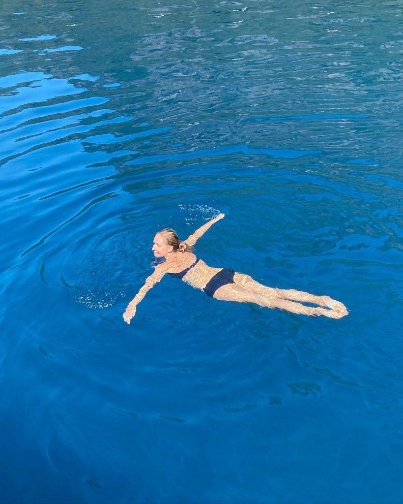 беременная Катя Осадчая поплавала в открытом море